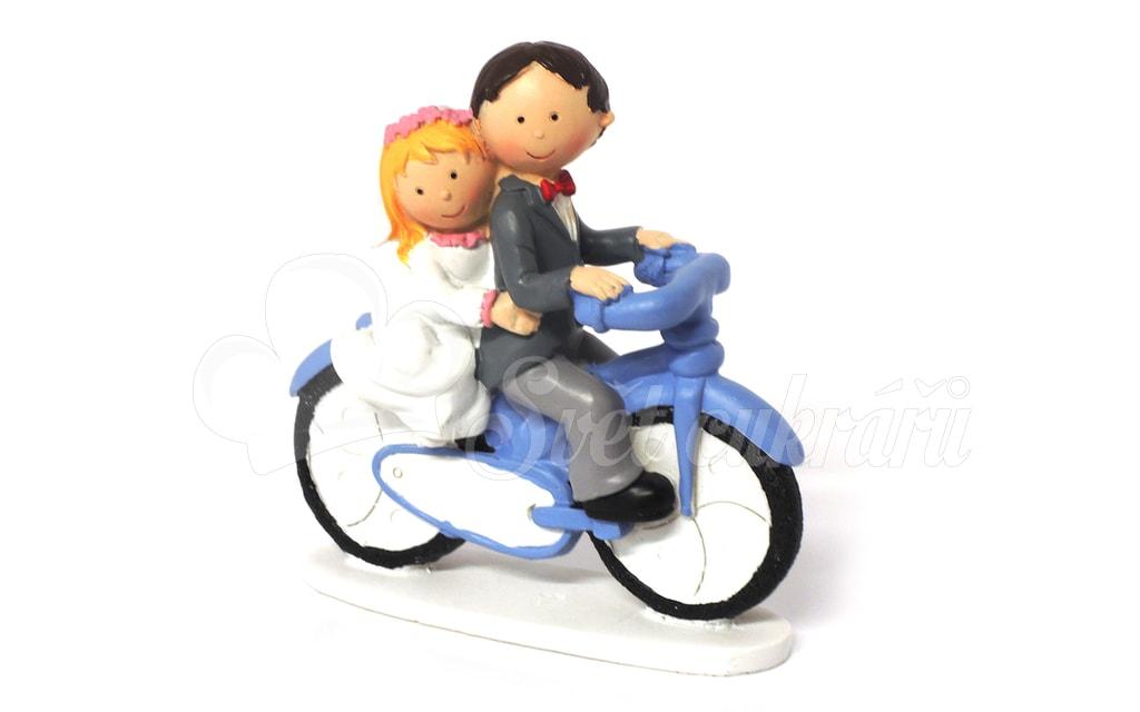 Svatebni Par Na Kole Figurky Svatebni Dekorace A Figurky Na