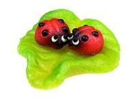 Frischmann Dvě berušky na listu - marcipánová figurka na dort