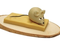 Frischmann Myš na plátku sýra - marcipánová figurka na dort
